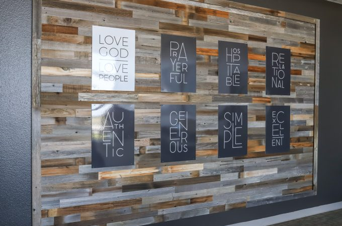 How to create a statement wall with reclaimed wood planks