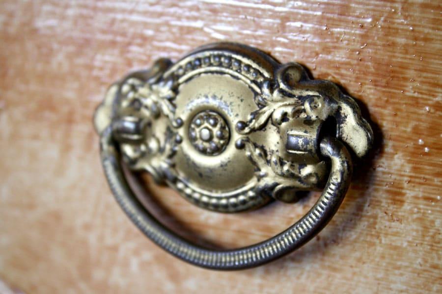 vintagedresser_hardware