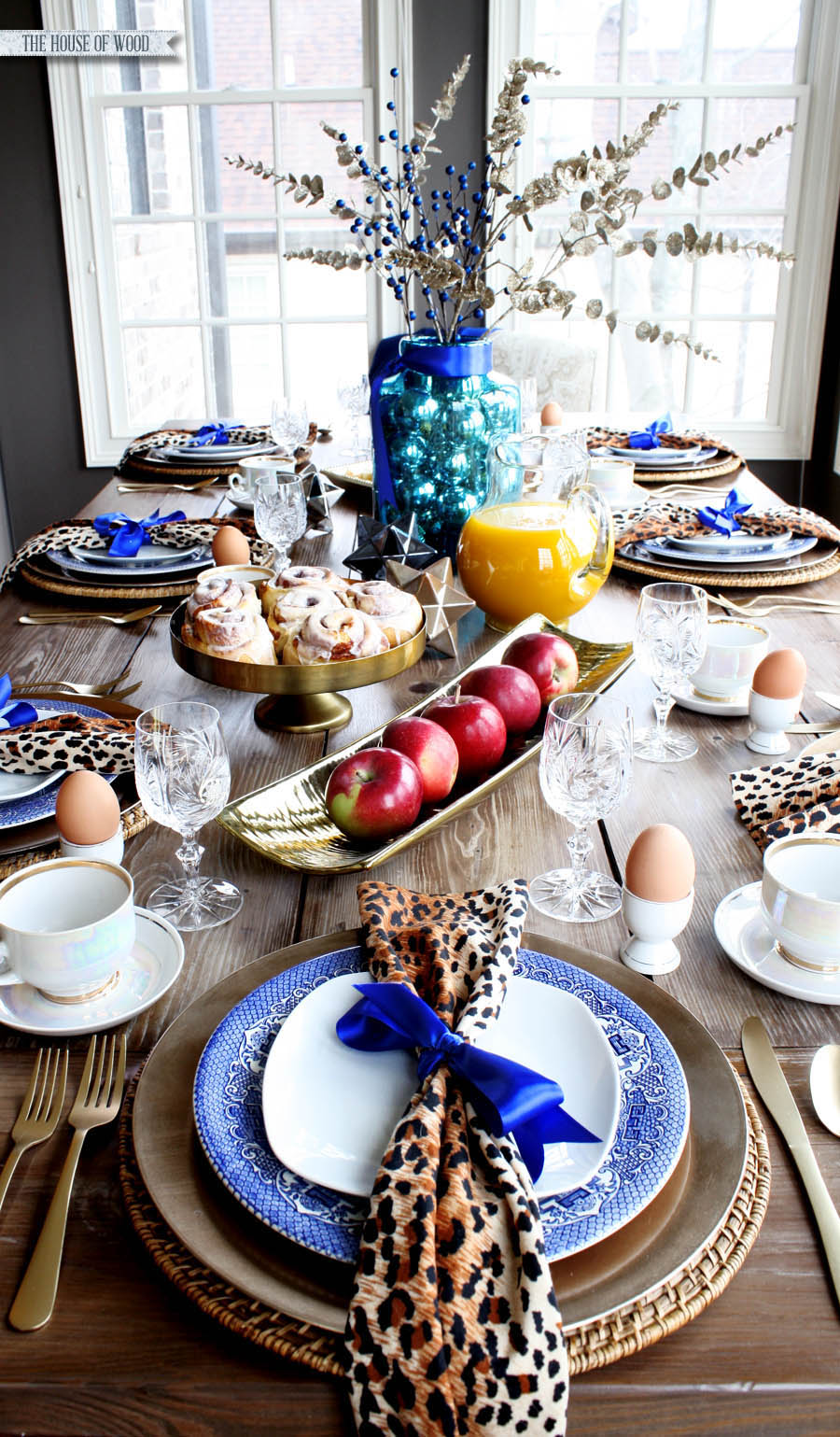 Christmas breakfast table setting & Christmas morning breakfast table setting