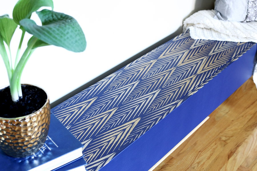 Great tutorial on how to stencil a bench - gorgeous!