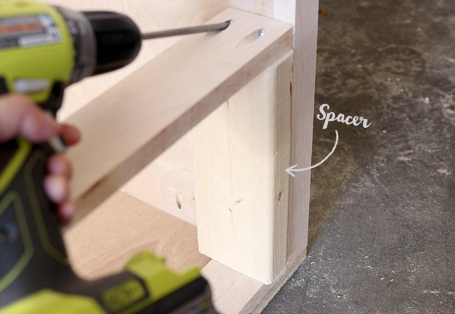 How to build a DIY dresser - free plans and tutorial #diy #dresser #tutorial
