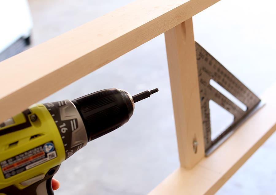 How to build a DIY dresser - free plans and tutorial #tutorial #dresser #furniture #diy