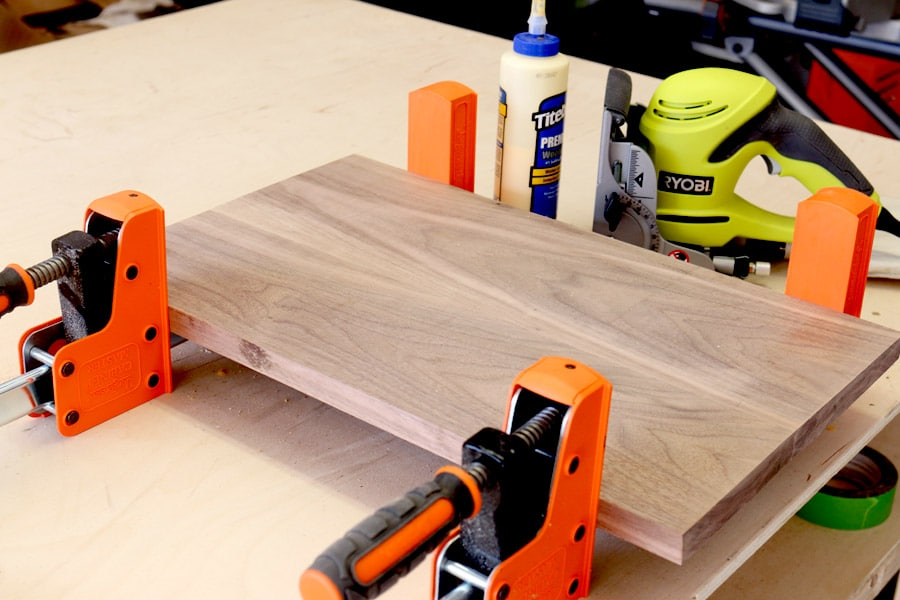 How to build a DIY folding lap desk breakfast tray from one board.