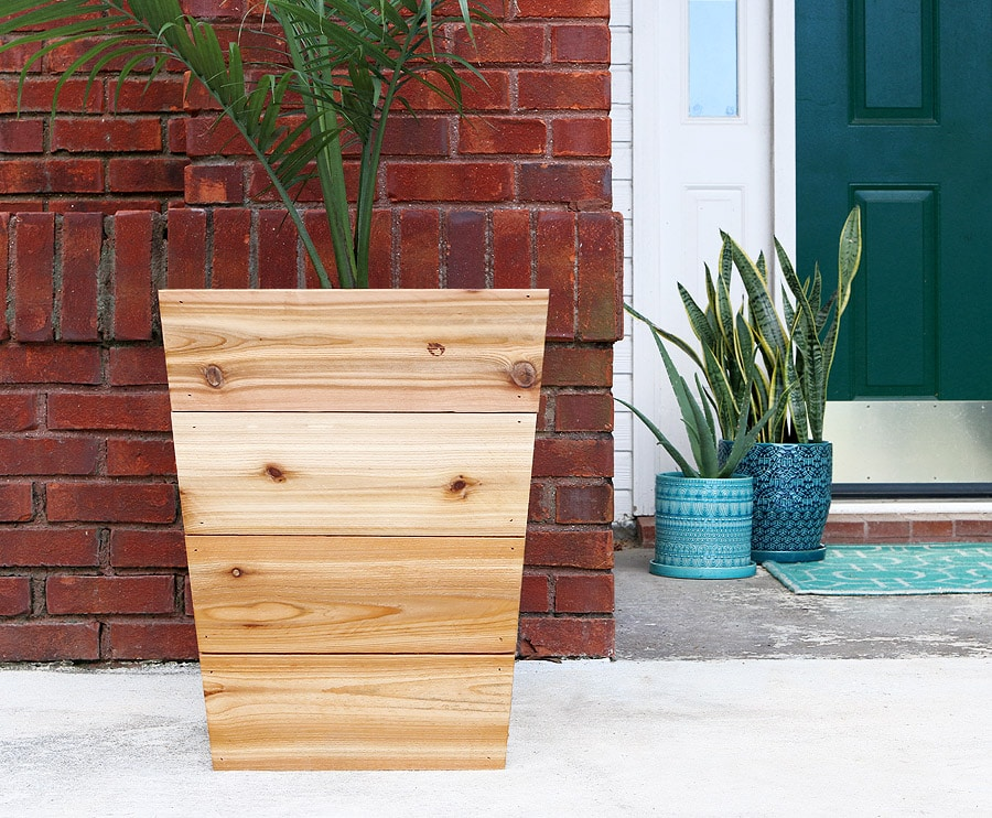 How To Build A Modern Tapered Cedar Planter Free Plans And Tutorial