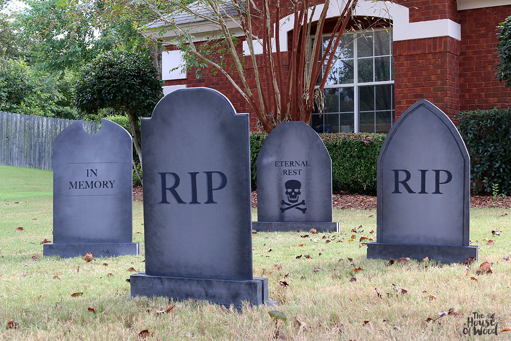 Turn your lawn into a creepy cemetery with these DIY Halloween tombstones. Tutorial by Jen