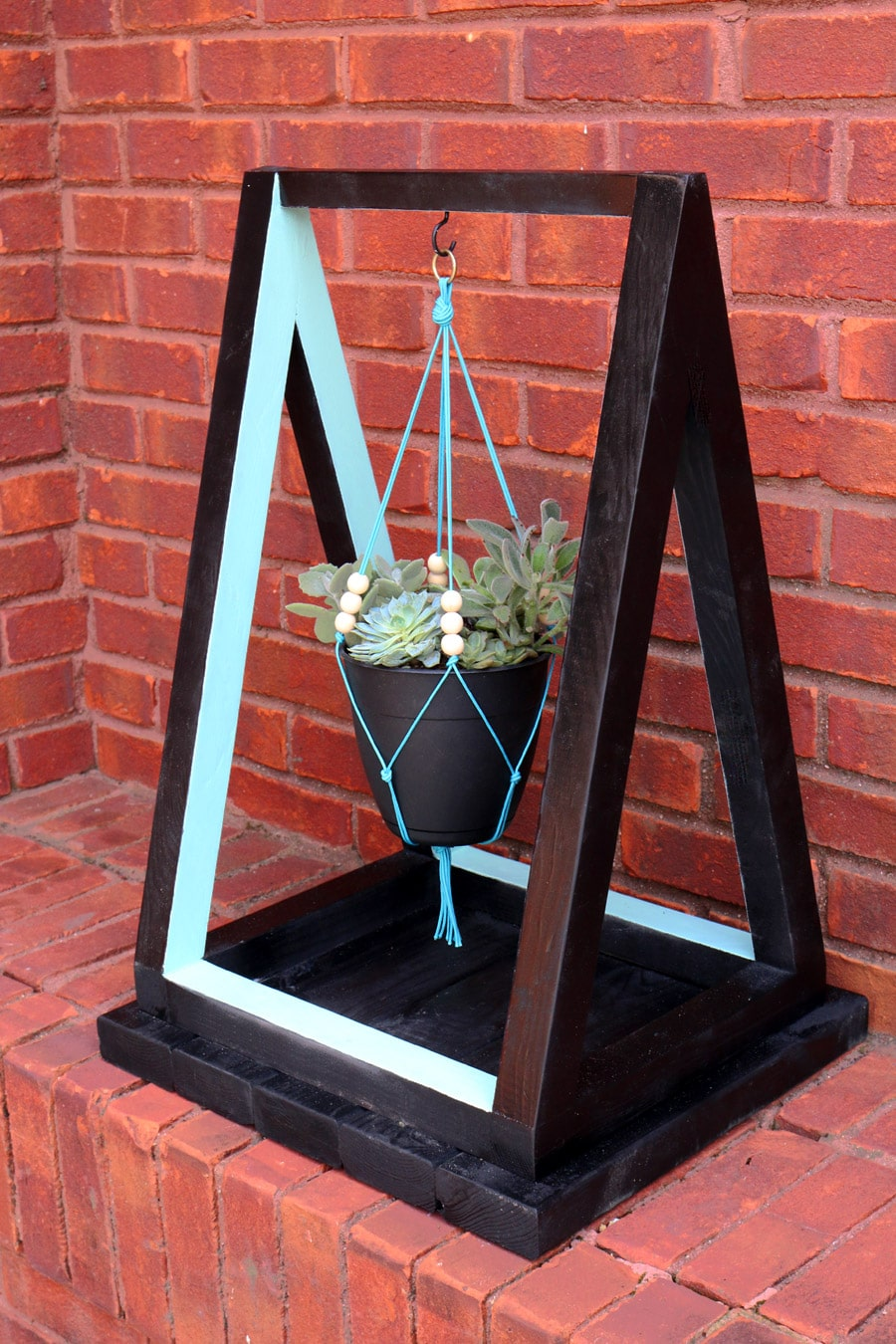 How to build a triangle hanging planter