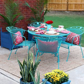 How to paint wrought iron patio furniture with Chalk Paint® by Annie Sloan