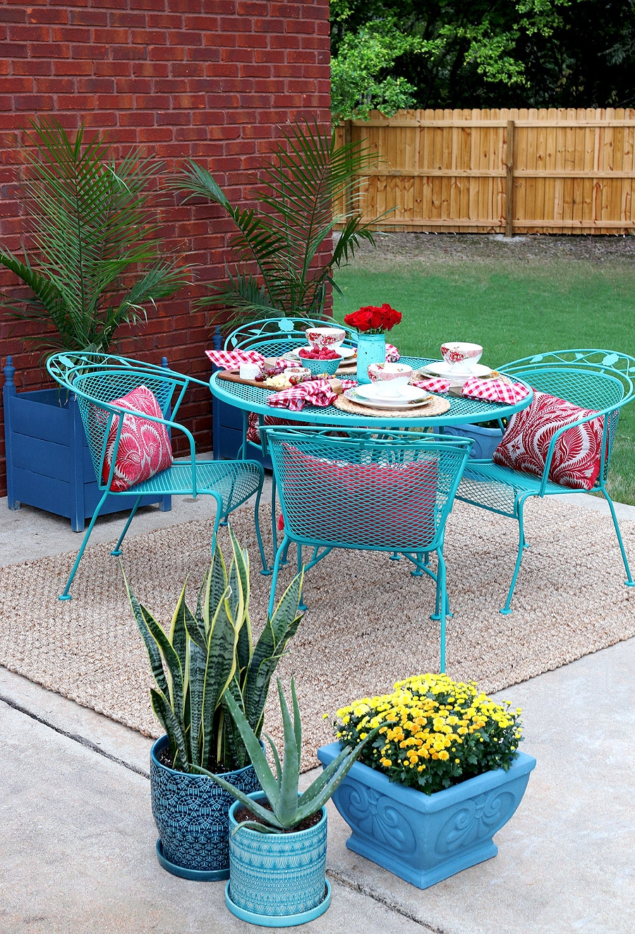 How to paint patio furniture with chalk paint for Pinterest diy outdoor furniture