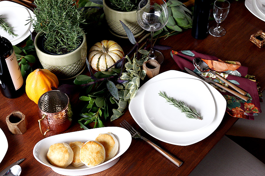 Autumn Thanksgiving table setting via Jen Woodhouse