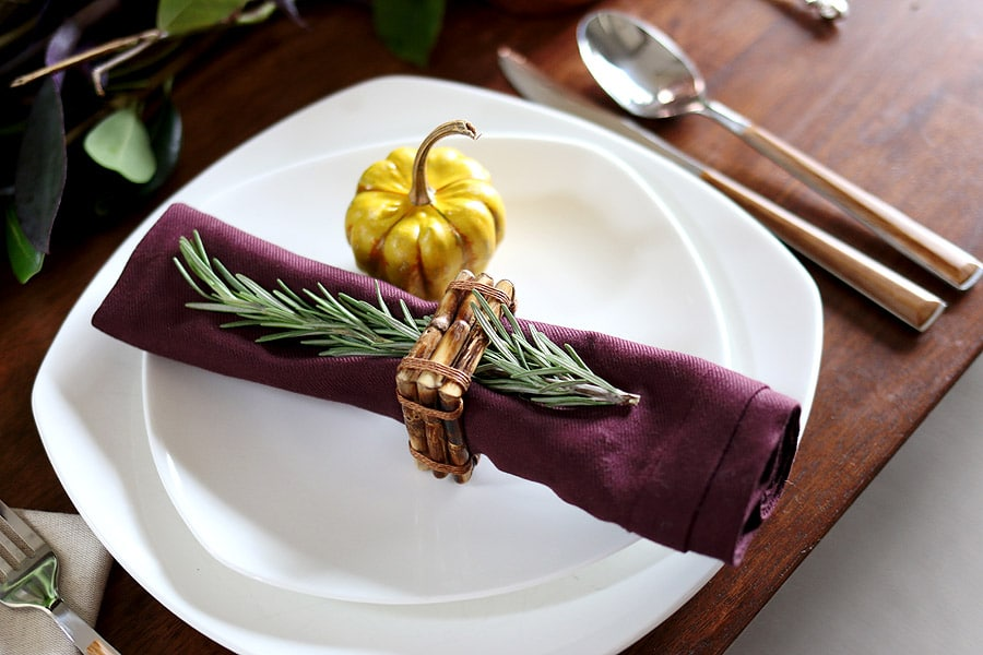 Holiday table setting via Jen Woodhouse