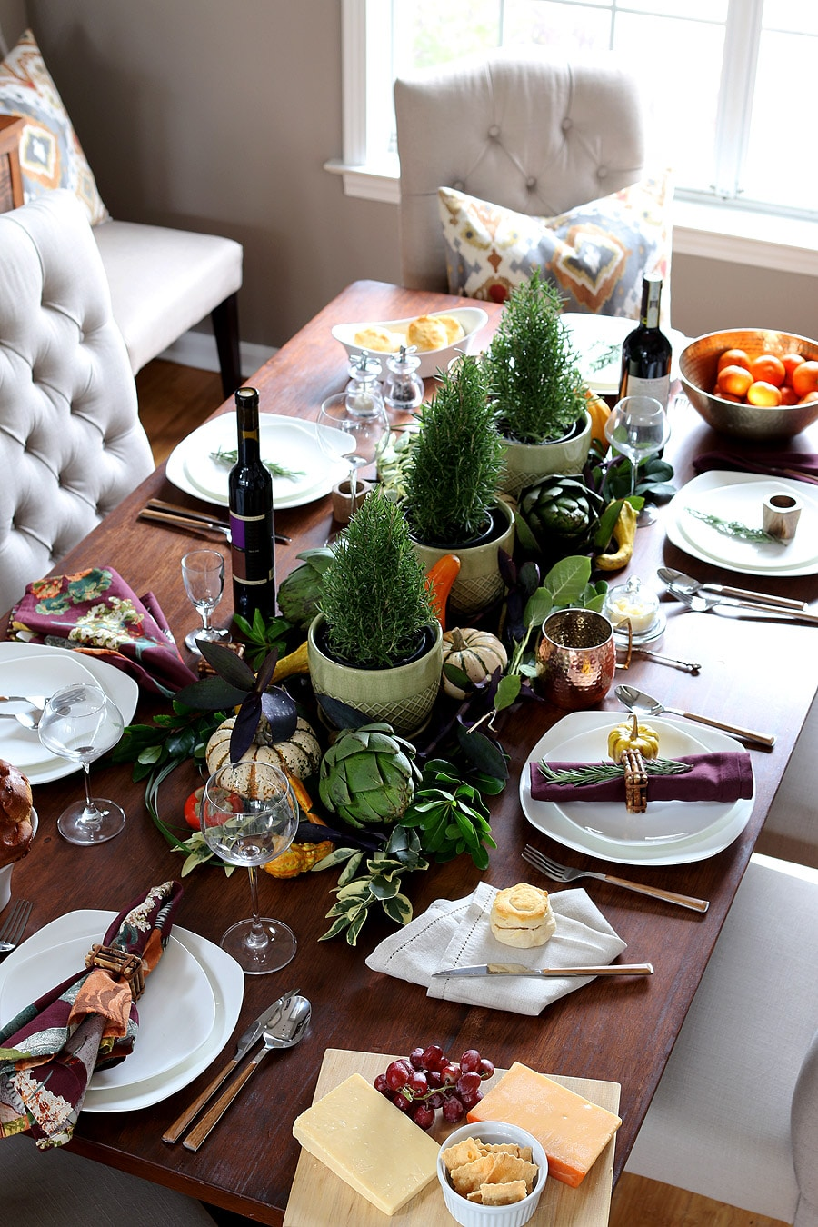 Casual and elegant thanksgiving table Thanksgiving table
