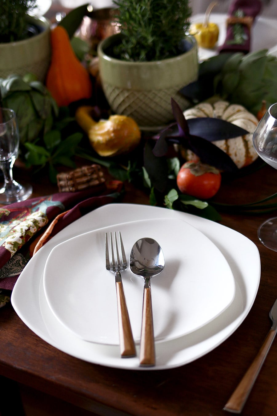 Rustic elegant Thanksgiving table setting via Jen Woodhouse
