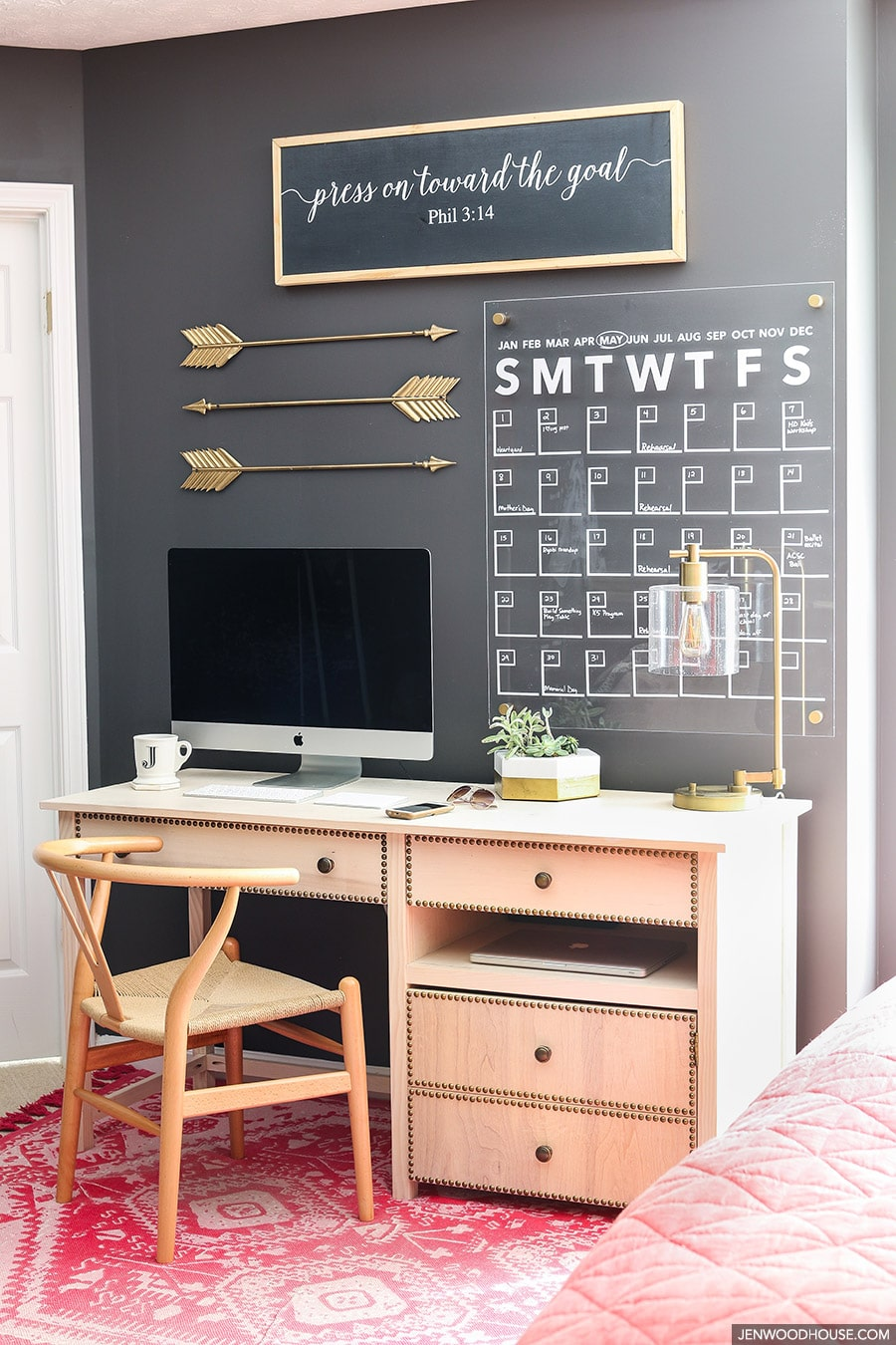 This home office space is so stylish and chic! Tutorial on how to make ...
