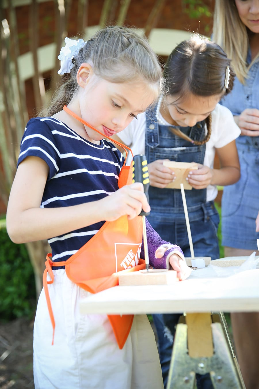 Cute kids construction themed party where the kids build something! How fun!