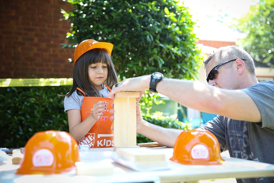 What a fun idea for a kids birthday party! A construction-themed party where kids can build things!