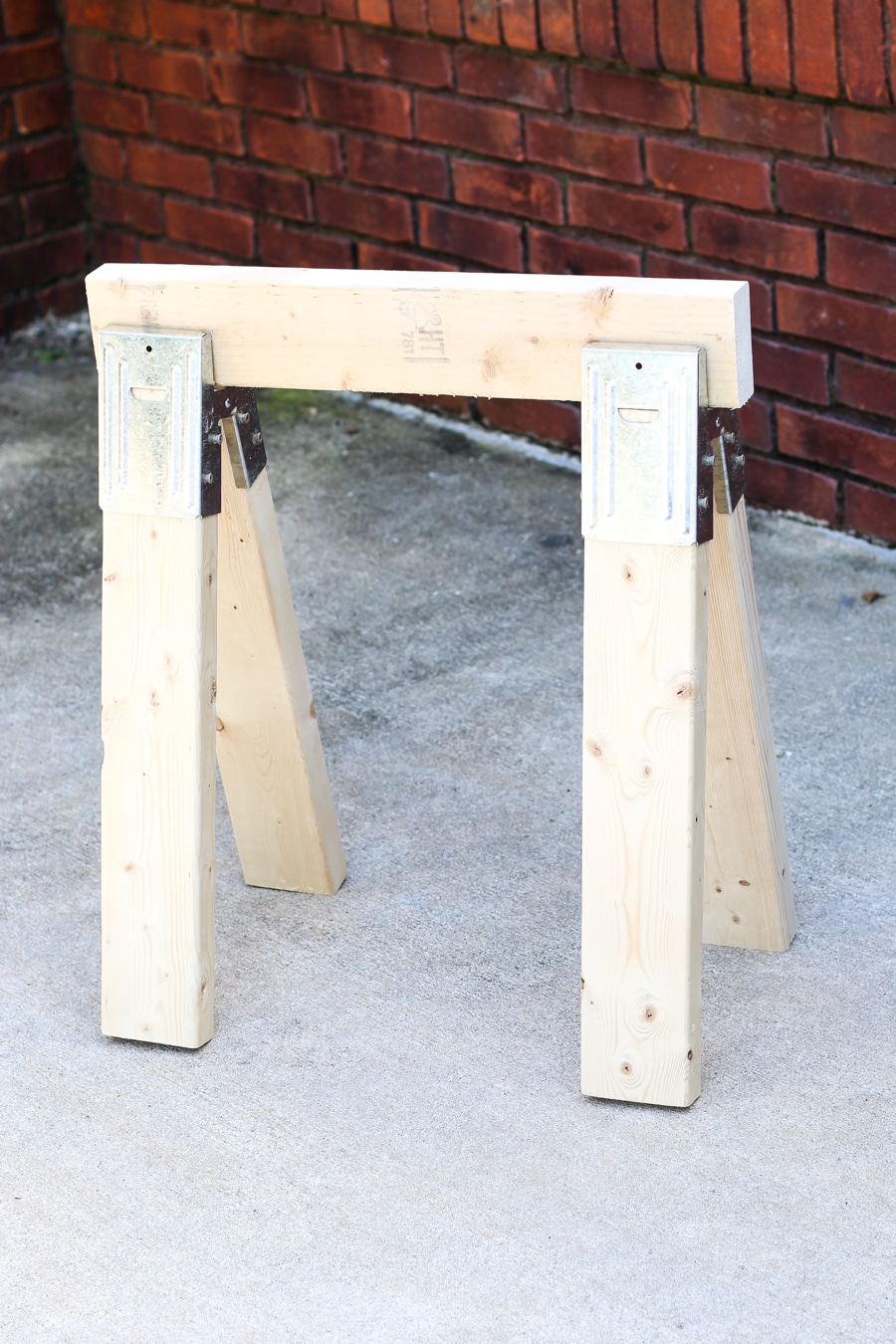 How to make a DIY sawhorse