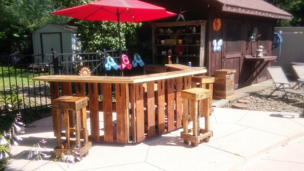 How to build an outdoor bar out of pallets