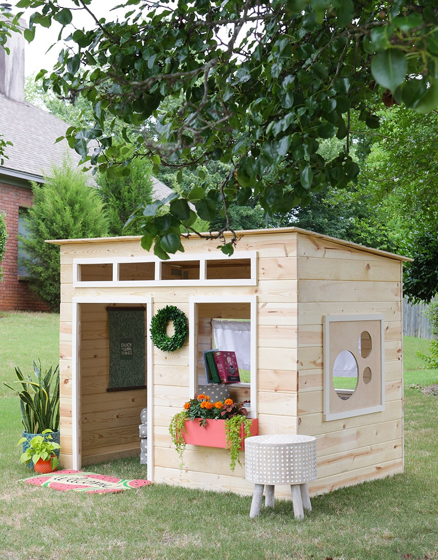 Easy kids indoor playhouse for Playhouse with garage plans