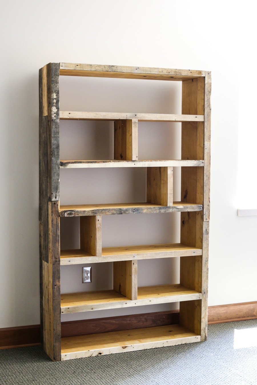 diy rustic pallet bookshelf. Black Bedroom Furniture Sets. Home Design Ideas
