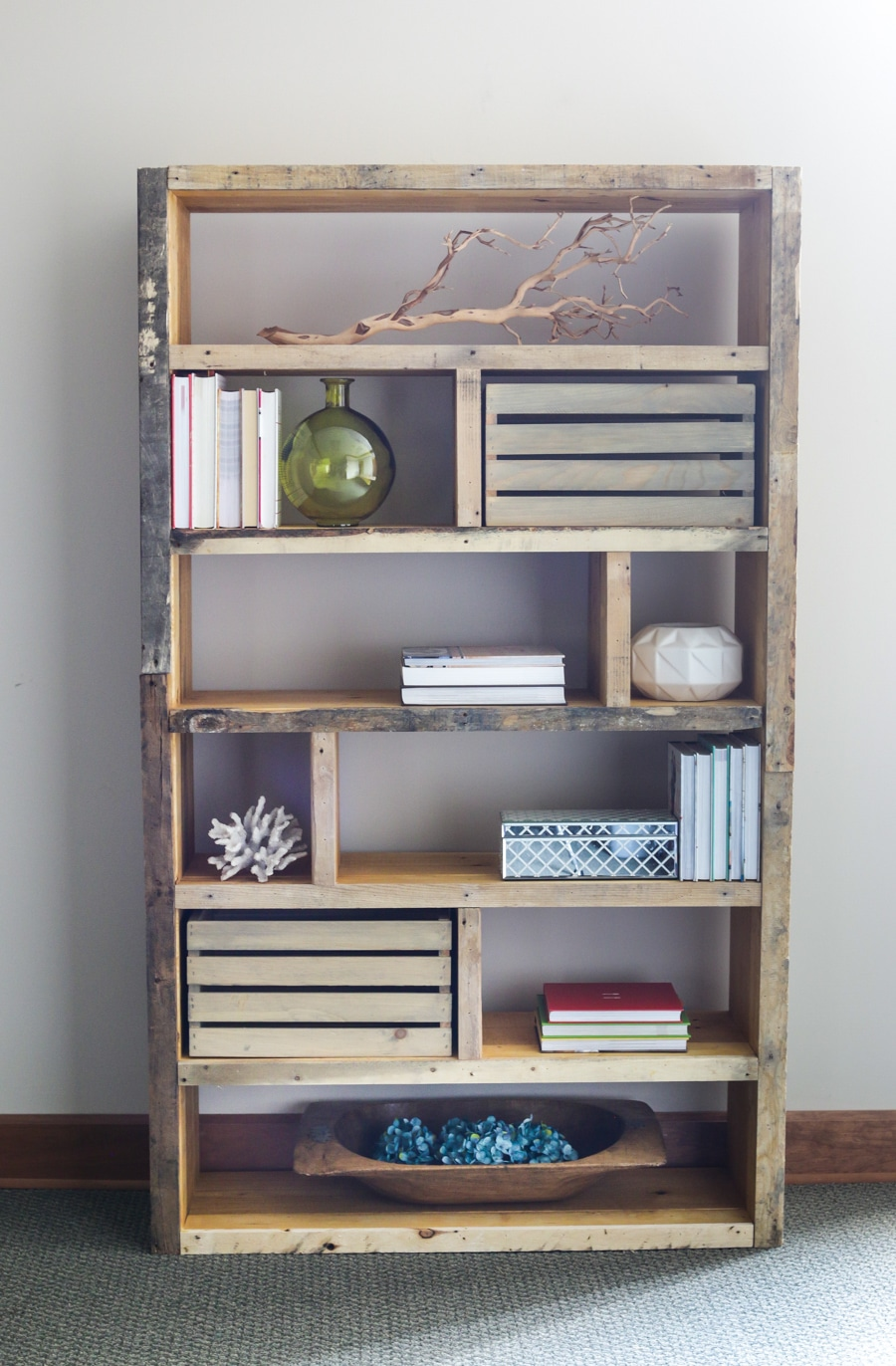 How to build a DIY crate pallet bookshelf