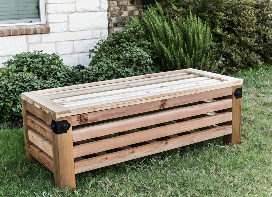 How to build an outdoor storage ottoman with Simpson Strong-Tie - free building  plans - DIY Outdoor Storage Ottoman