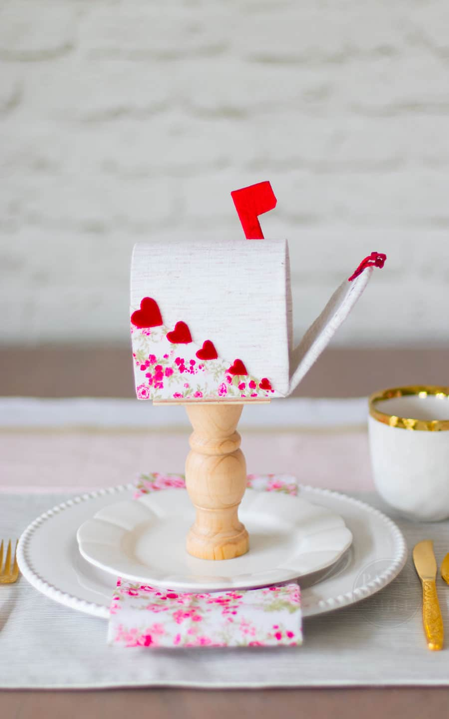 DIY Valentine's Day Mailbox Centerpieces and Place Settings