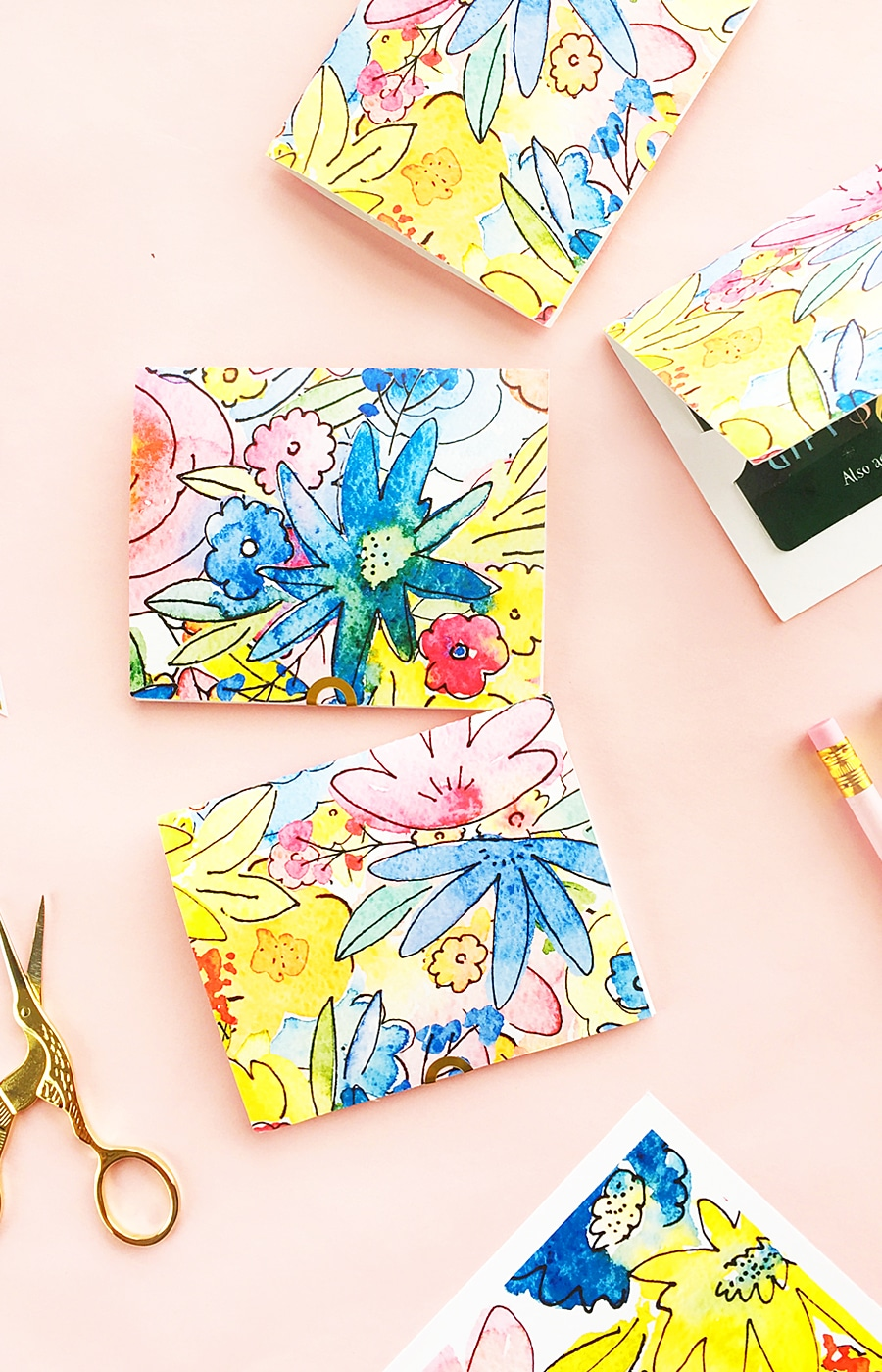 DIY Gift Card Holder - Download this template and make these gift card holders. Perfect way to say thank you at the end of the school year!