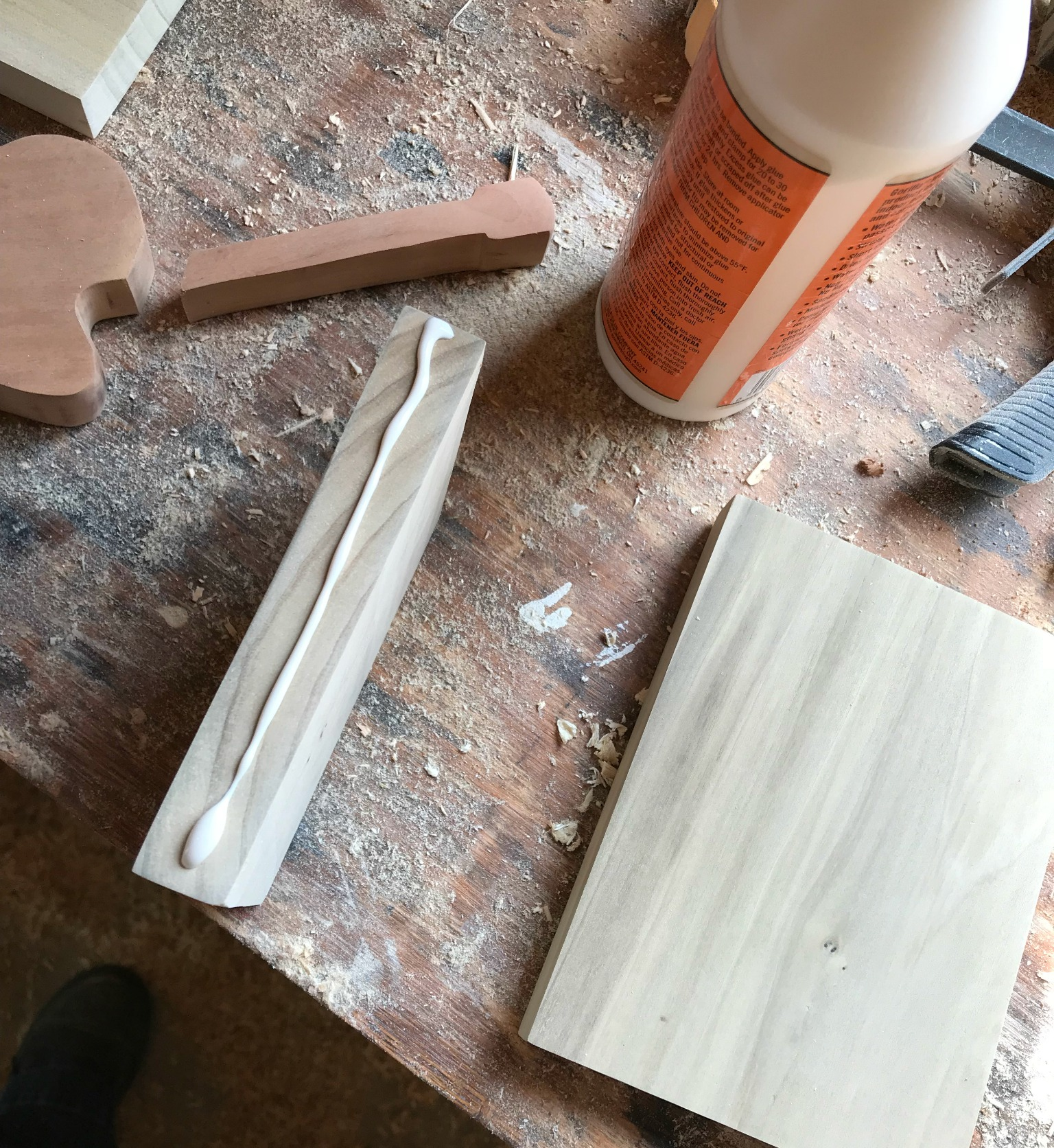 apply wood glue to bookend pieces