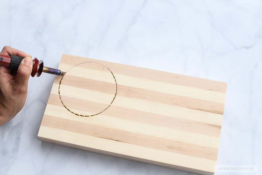 DIY Mother's Day gift idea - a wood burned cutting board
