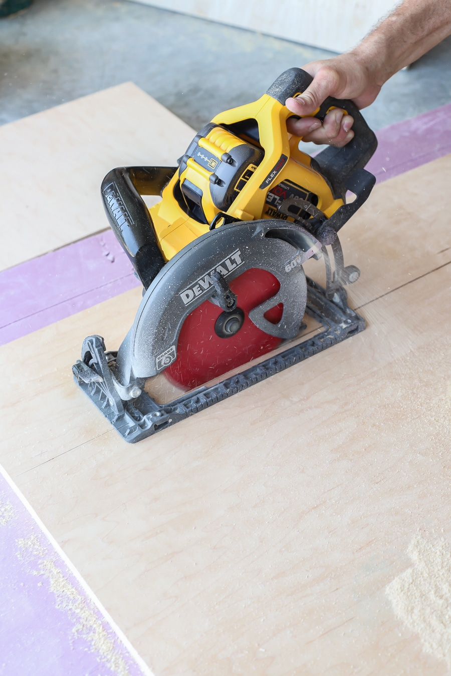 Dewalt worm drive style circular saw with diablo framing blade