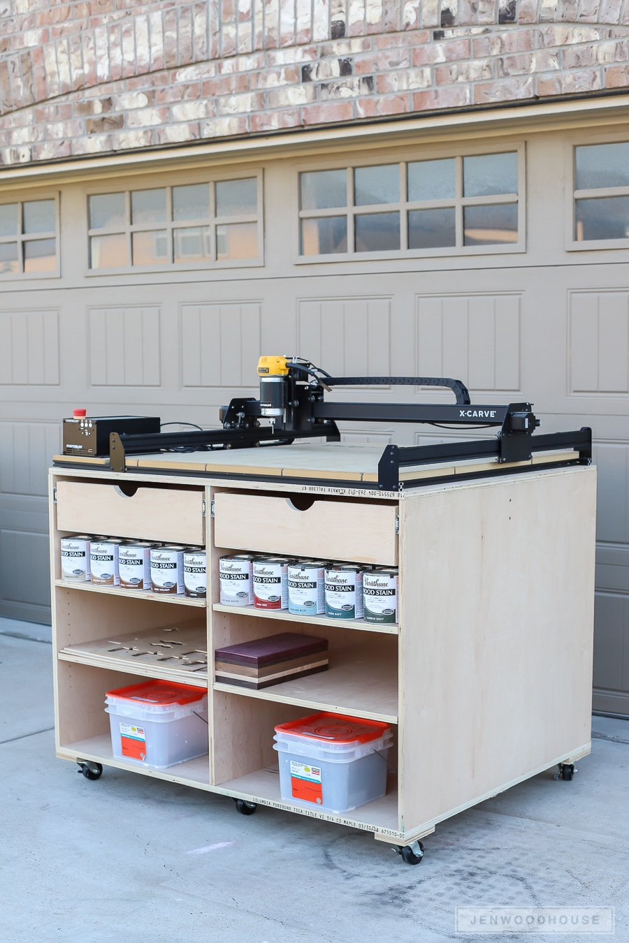 How to build a DIY mobile workbench with storage