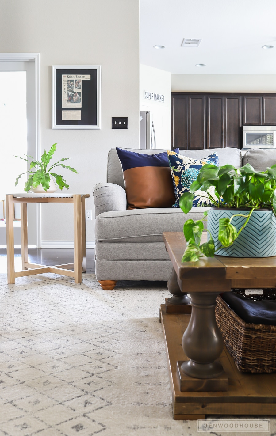 How to decorate your living room for summer