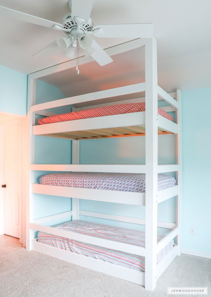 Picture of: How To Build A Diy Triple Bunk Bed Plans And Tutorial