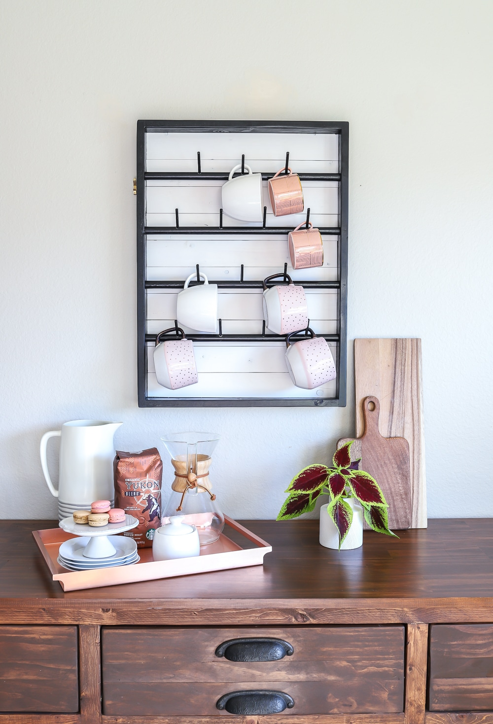 How to make a wall-mounted DIY coffee mug rack