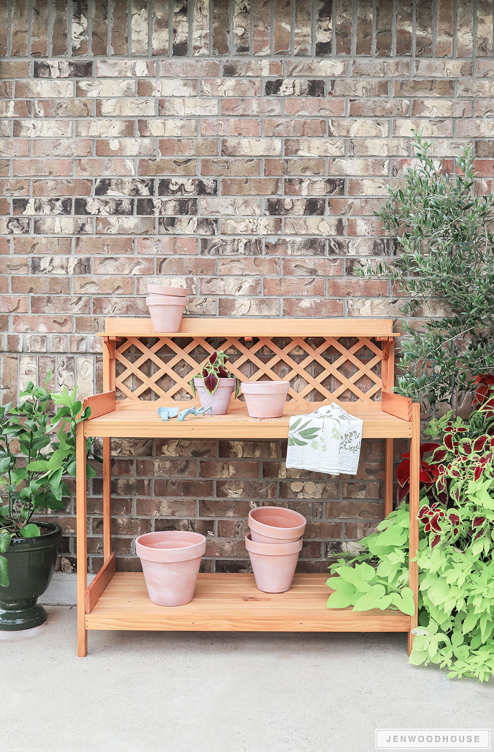 How to build a DIY potting bench potting table gardening station