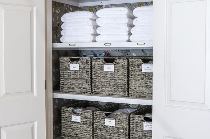 How to organize a linen closet - check out this linen closet makeover!