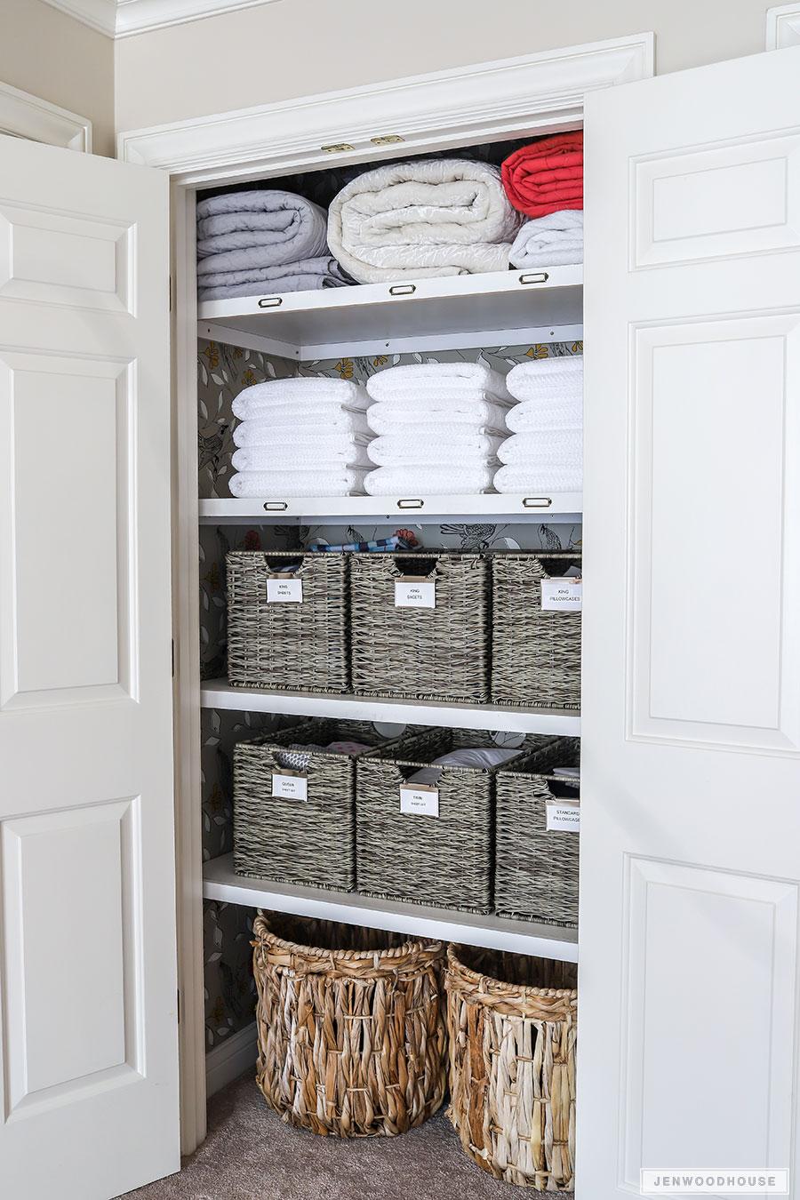 Linen closet makeover - organized linen closet