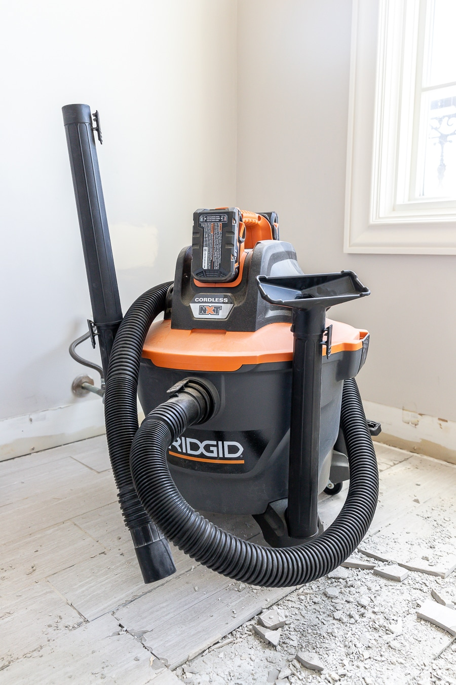 Battery-powered Shop Vac - a must-have tool for demo!
