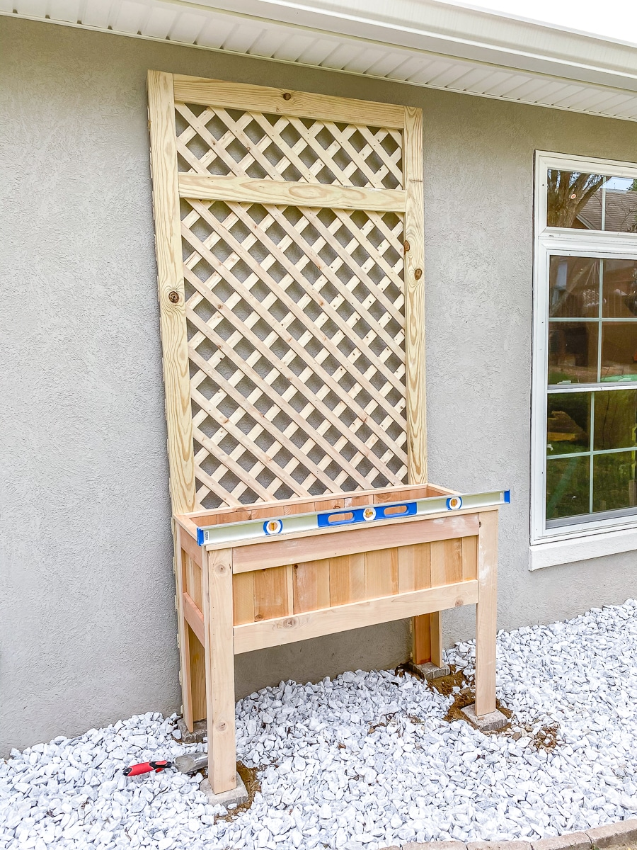 Easy raised planter box with lattice trellis - How to make