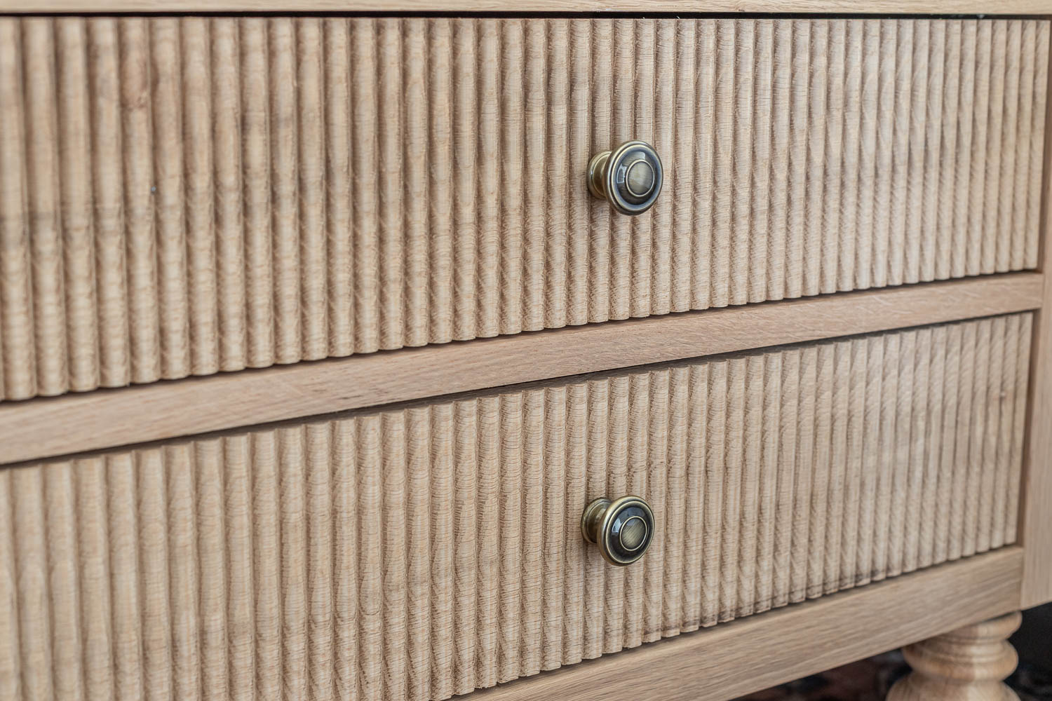 Beautiful bead profile on drawer fronts - Gustavian nightstands