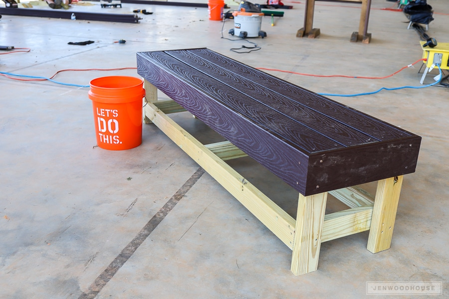 Build this Easy DIY Bench - just use a drill and a saw!
