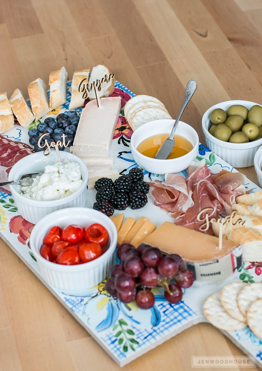 How to make a DIY Anthropologie-inspired Sissinghurst Hand Painted Cheese Board