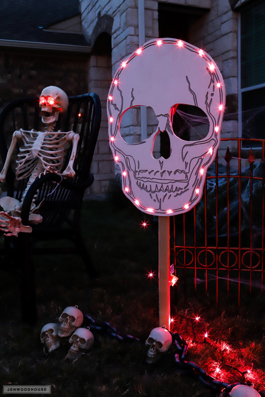 How to make a Halloween spooky skull sign