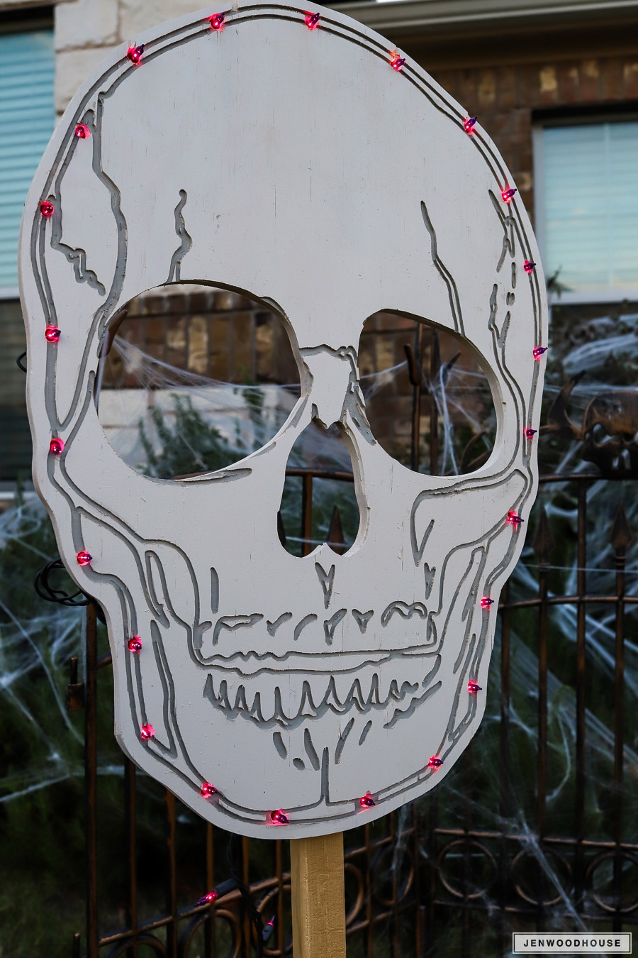 How to decorate your yard for Halloween