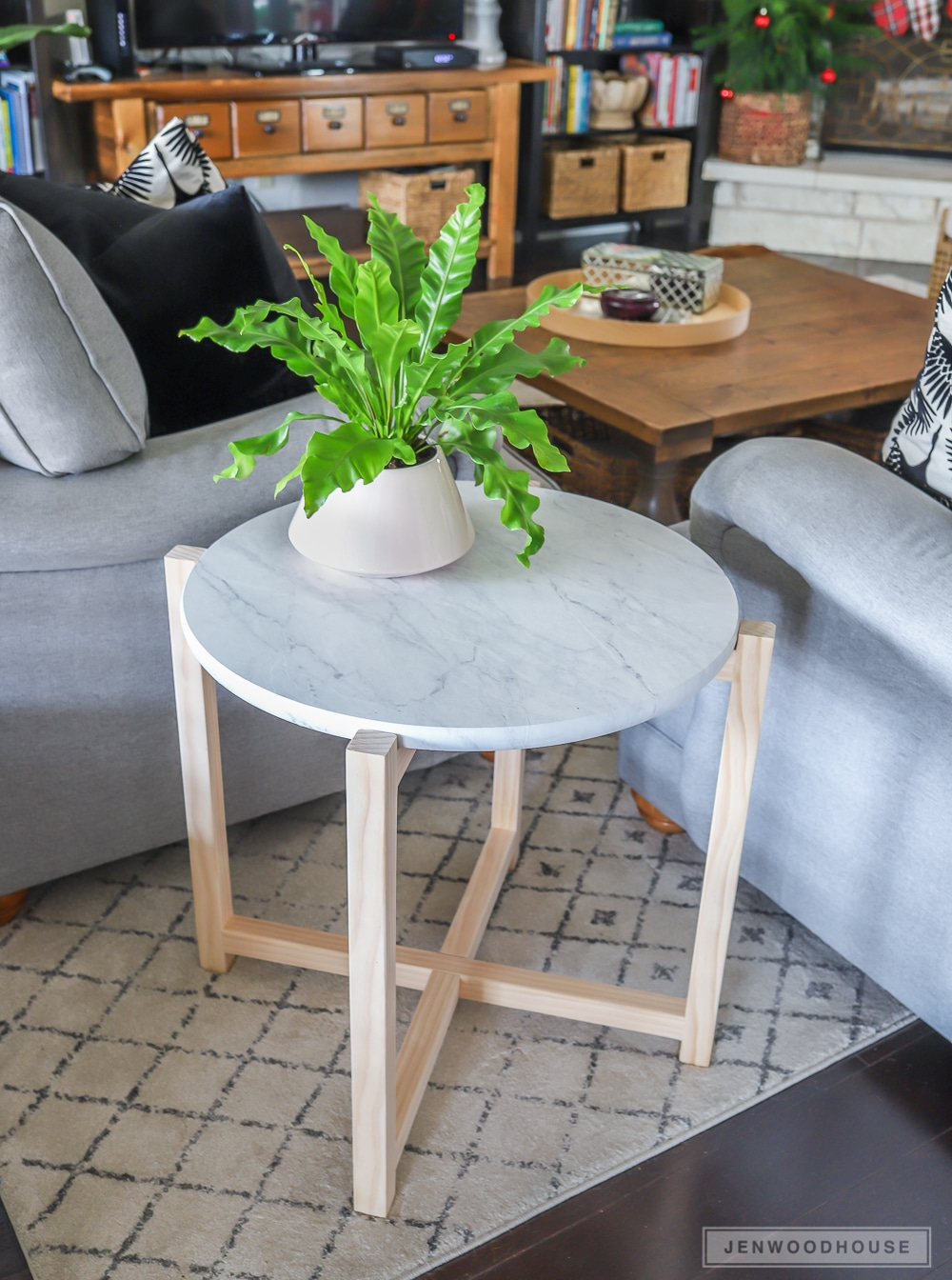 How to make a DIY round marble accent table