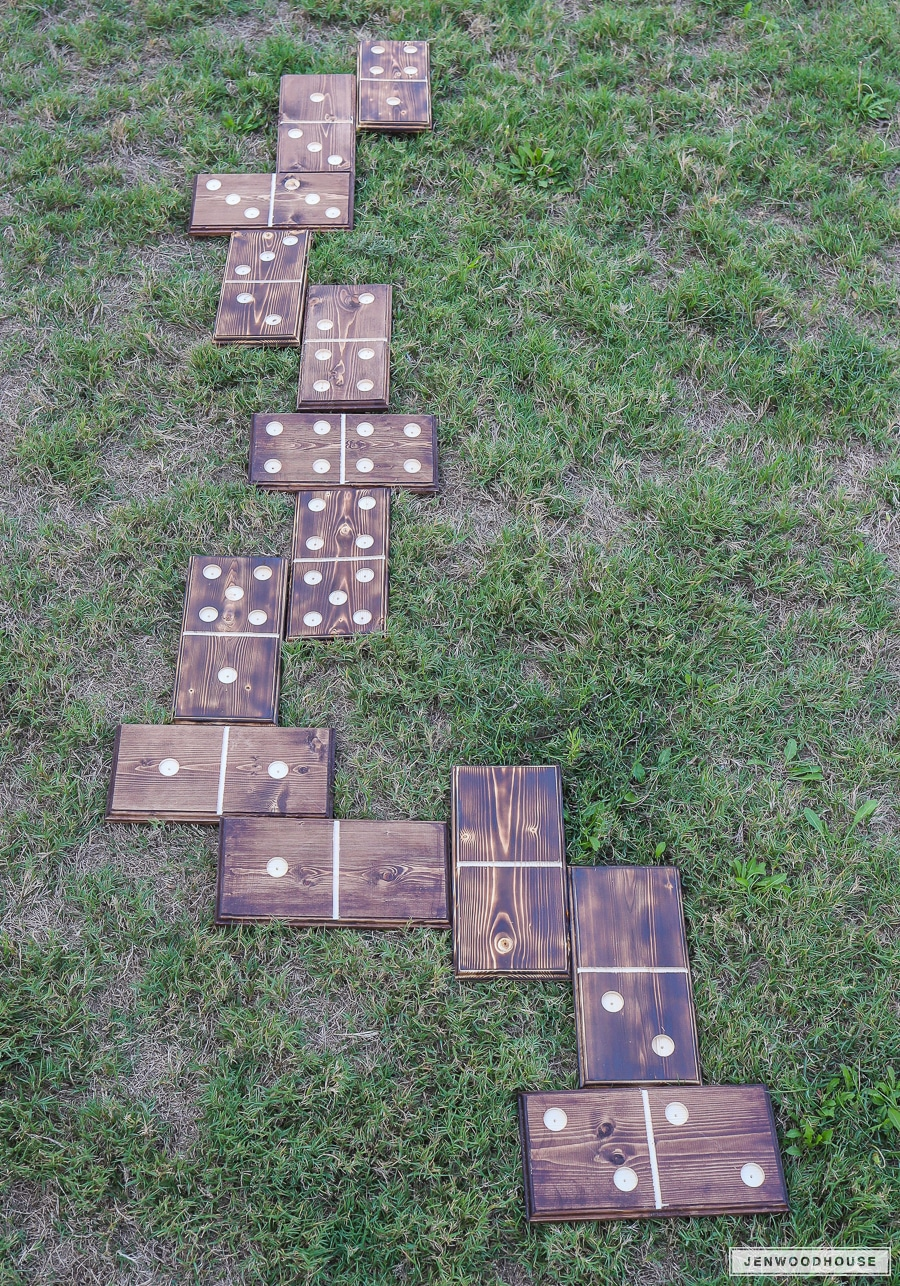 How to make DIY lawn dominoes