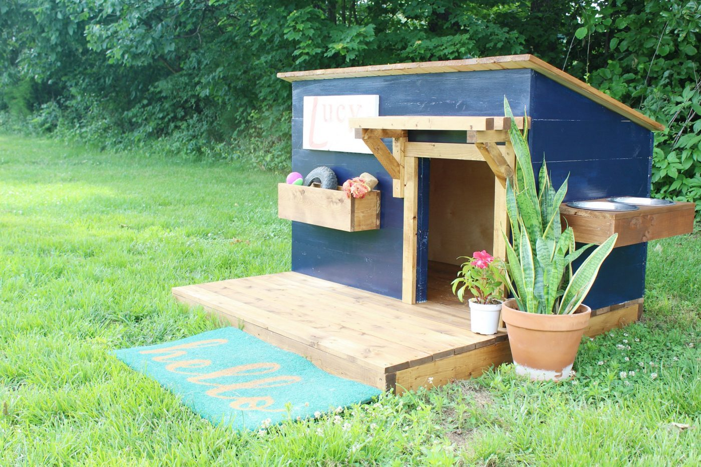 Diy doghouse with deck toy box and food bowl for Build a house online free