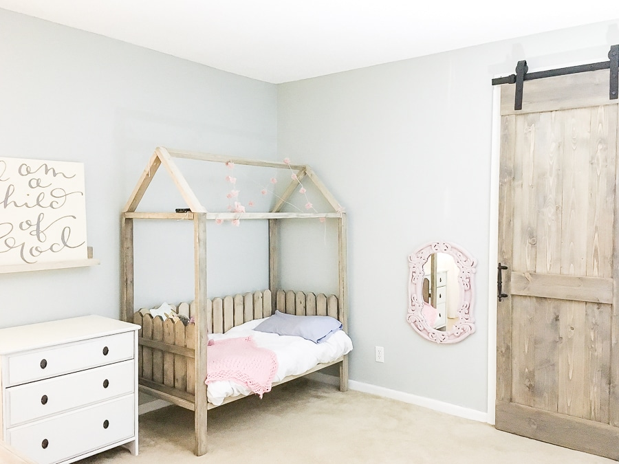 How to build a DIY toddler house bed