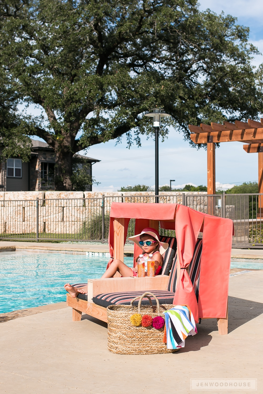 How to build a kids outdoor double lounge chair. Free plans by Jen Woodhouse