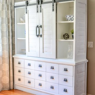 How to build a DIY farmhouse sliding barn door buffet and hutch